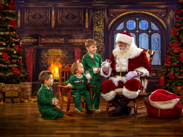Unique Kids Pictures with Santa Claus WV
