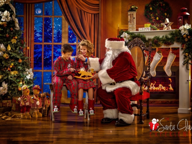 Kid's Pictures with Santa Claus WV